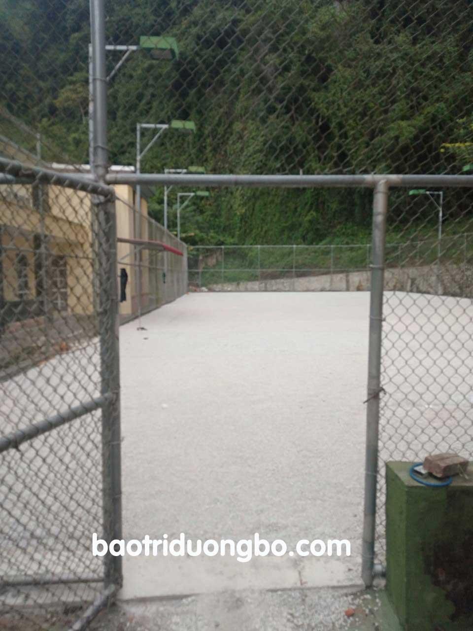 Nhũ tương làm nhựa nguội sân tennis tại VP Huyện ủy Văn Lãng, Lạng Sơn